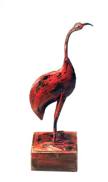 Flamingo auf Holzsockel